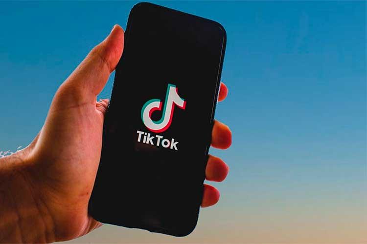 Niña de 10 años murió asfixiada por hacer reto de TikTok