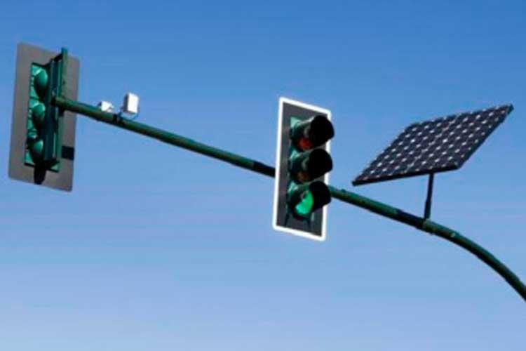 El primer semáforo con energía solar se instalará en La Tebaida