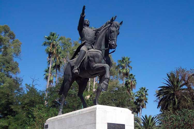 En España piden retirar estatua de Bolívar por «traidor y asesino»