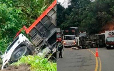 Dos camiones volcados en vías de Salento y Calarcá este lunes y martes