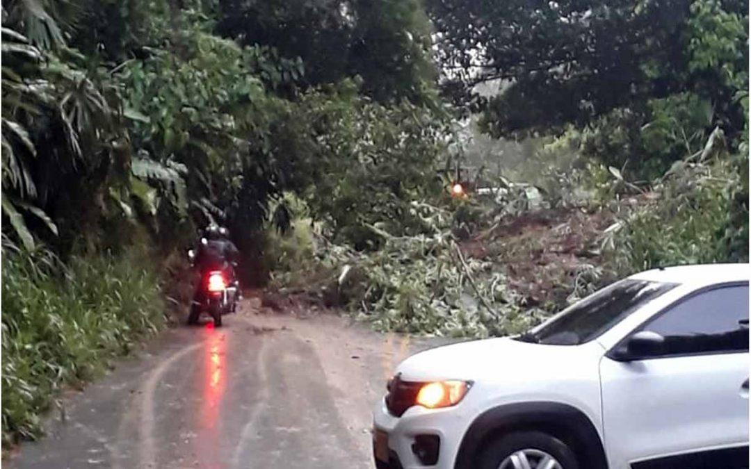Cerrada vía a Génova Caicedonia derrumbe Barragán