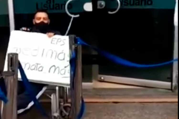 Video: hombre se encadenó en EPS de Armenia para exigir medicamentos