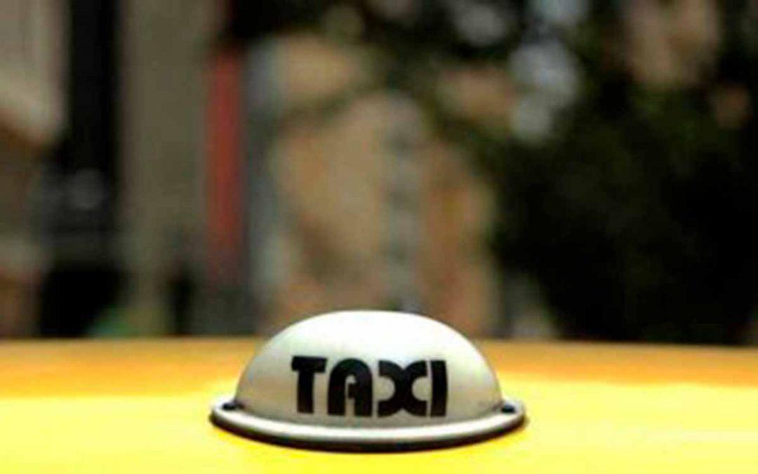 Joven se tiró de taxi por acoso del conductor en Armenia