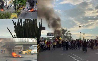 Manifestantes cierran vías en el centro de Armenia la tarde de este lunes