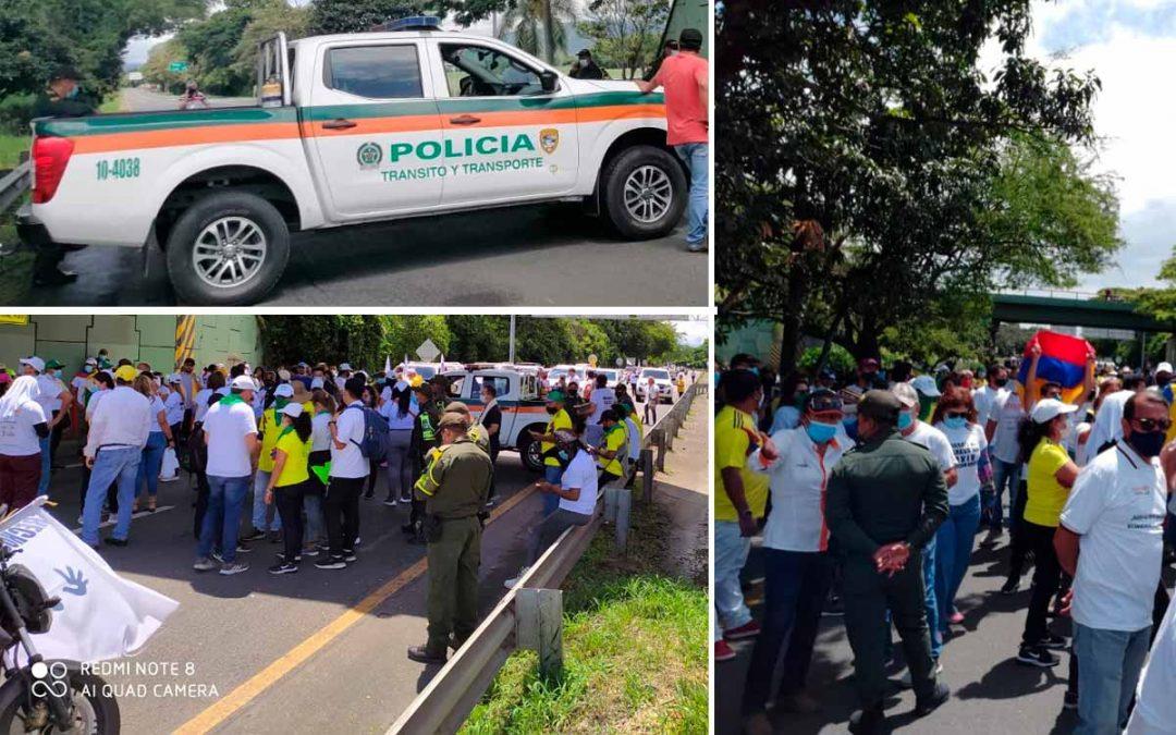 Policía bloquea caravana apoyar marchas Cali