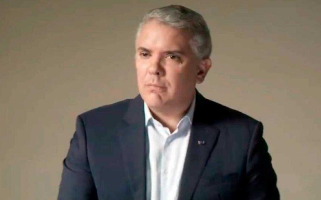 """Presidente Duque se """"auto-entrevistó"""" en inglés y le echó la culpa del paro a Petro"""