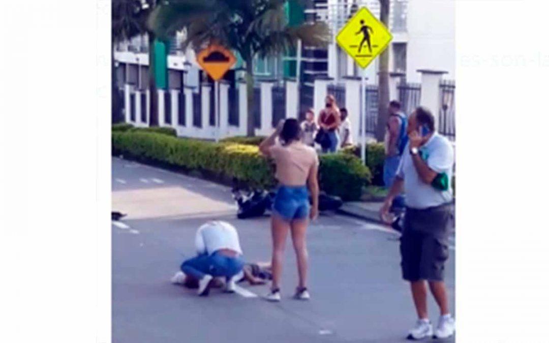 Se accidentó en moto y cuando lo atendían amenazó a los paramédicos y huyó