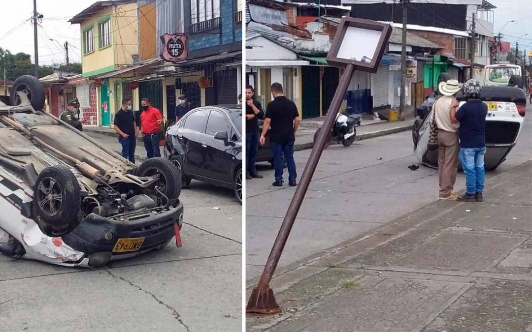 Vehículo se volcó en Circasia