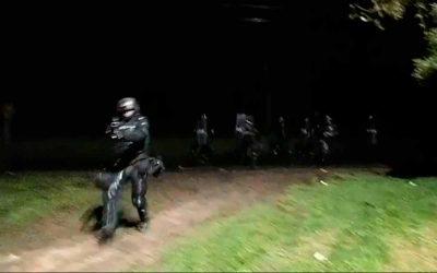 En video en vivo graban cuando agentes del Esmad le disparan a periodistas