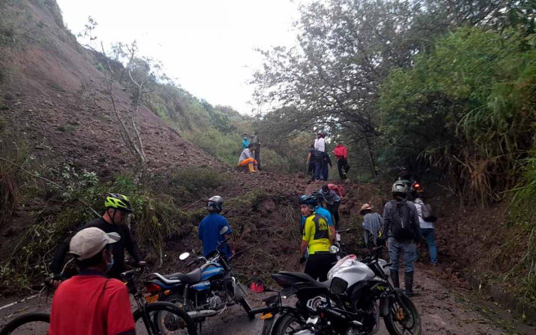 vía Quimbaya - Cartago derrumbe
