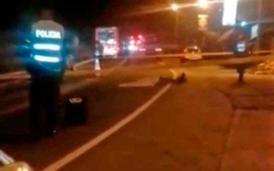 Hombre murió arrollado por una tractomula vía a Barcelona. Conductor dice que se lanzó a las ruedas