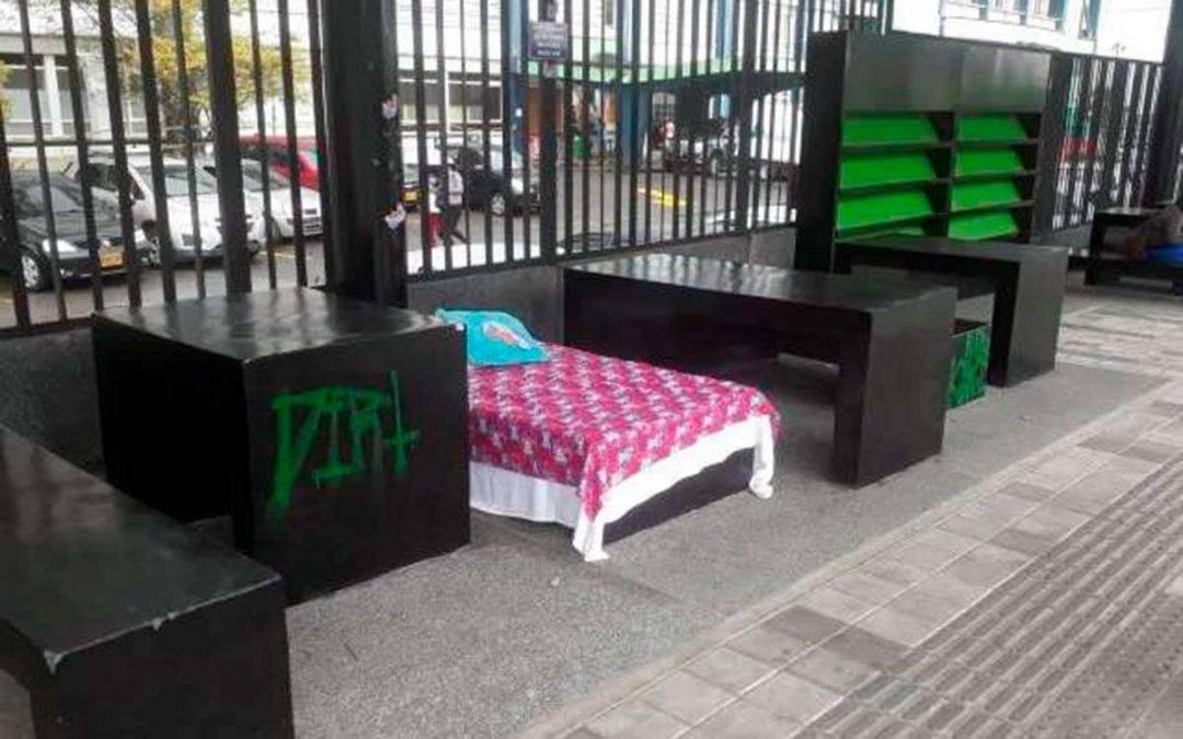 Instalaron cama en el paradero nuevo del Hospital San Juan