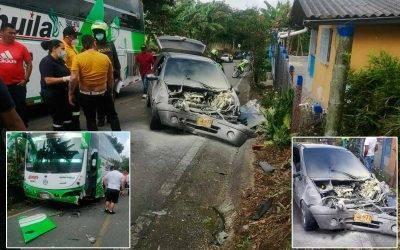 Fuerte choque de un bus con automóvil en la vía Quimbaya – Filandia