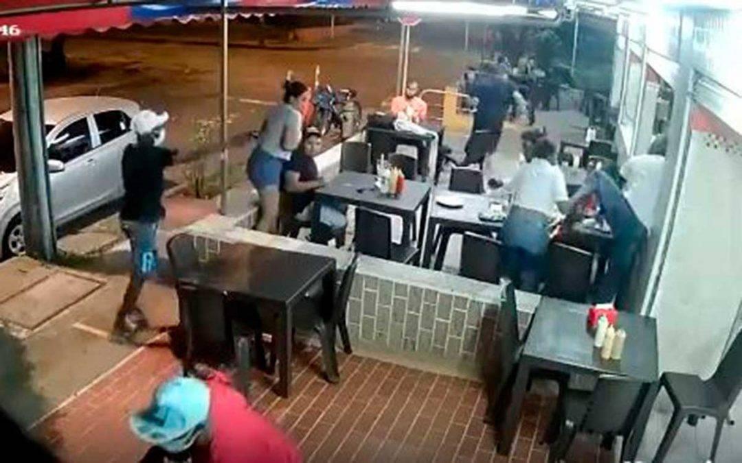 Ladrones llegaron a robar restaurante donde los recibieron a bala