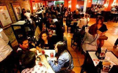 Precios en restaurantes se pondrán más caros en 2022. Vuelve el impoconsumo
